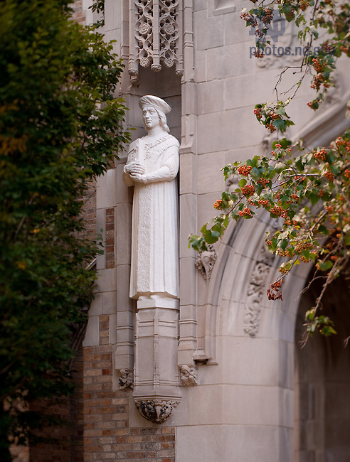Statue of St. Thomas More on the west entriance to Biolchini Halll, Notre Dame Law School..Photo by Matt Cashore/University of Notre Dame