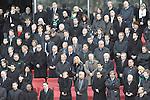 m heutigen Sonntag (15.11.2009) nahmen die Fans und Freunde des am 10.11.2009 verstorbenen Nationaltorwartes Robert Enke ( Hannover 96 ) Abschied. In der groessten Trauerfeier nach Adenauer kamen rund 100.000 Träuergaeste zur AWD Arena. Zu den VIP zählten u.a. Altkanzler Gerhard Schroeder, Bundestrainer Joachim Loew und die aktuelle DFB Nationalmannschaft, sowie Vertreter der einzelnen Bundesligamannschaften und ehemalige Vereine, in denen er gespielt hat. Der Sarg wurde im Mittelkreis des Stadions aufgebahrt. Trauerreden hielten u.a. MIniterpräsident Christian Wulff, DFB Präsident Theo Zwanziger , Han. Präsident Martin Kind <br /> <br /> Foto: Ehrengaeste bei der Trauerfeier, Tim Borowski, Clemens FRITZ, KLAUS ALLOFS, THOMAS SCHAAF, Torsten Frings, Uli Hoeness, Karl Heinz Rummenigge, Christoph Daum, Rudi Voeller<br /> <br /> <br /> Foto: © nph ( nordphoto )  <br /> <br />  *** Local Caption *** Fotos sind ohne vorherigen schriftliche Zustimmung ausschliesslich für redaktionelle Publikationszwecke zu verwenden.<br /> Auf Anfrage in hoeherer Qualitaet/Aufloesung