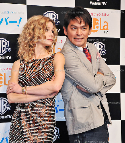 "Kyra Sedgwick and Keisuke Okada(Masuda Okada), Oct 02, 2012 : Tokyo, Japan : Actress Kyra Sedgwick and Japanese comedian Keisuke Okada attend a press conference for TV drama ""The Closer:Seven season "" in Tokyo, Japan, on October 2, 2012."