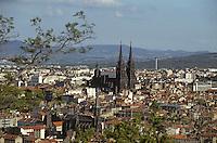 Europe/France/Auvergne/63/Puy-de-Dôme/Clermont-Ferrand: Vue générale sur la ville et la cathédrale Notre-Dame-de-l'Assomption (Architecture gothique)