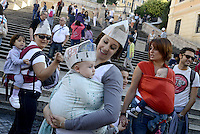 Roma, 3 Ottobre 2015<br /> Mamme allattano al seno in un flash mob a Piazza di Spagna durante la settimana mondiale per promuovere e difendere l'allattamento al seno.<br /> L'iniziativa &egrave; promossa da MAMI, Movimento Allattamento Materno Italiano<br /> Flash mob with breastfeeding collective to promote breastfeeding.