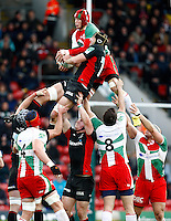 Photo: Richard Lane/Richard Lane Photography. Saracens v Biarritz. Heineken Cup. 15/01/2012. Biarritz' Wenceslas Laurent and Saracens' Steve Borthwick challenge at a lineout.