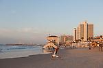 Tel Aviv - Il lungo mare è uno dei punti di ritrovo principali per i giovani.