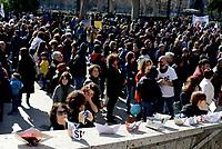 Roma, 17 Febbraio 2019<br /> Barchette di carta<br /> Migliaia di persone tra cui famiglie con bambini, partecipano all'iniziativa Roma Capitale Umana, nei giardini di Piazza Vittorio, il quartiere più multietnico di Roma, contro il razzismo e il decreto sicurezza del Ministro Salvini,per una città accogliente e solidale<br /> L'iniziativa nasce da un appello dell' associazione genitori della scuola Di Donato del quartiere Esquilino per una città solidale antirazzista e multiculturale, ed hanno aderito centinaia di associazioni