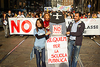 "Milano, manifestazione contro la riforma dell'istruzione. Finta bara in processione per  ""requiem per la scuola pubblica"" --- Milan, demonstration against the school reform. Fake coffin in procession for a ""requiem for public school"""