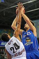 Danilo Barthel (Skyliners) gegen Lawrence Hill (Artland)- Fraport Skyliners vs. Artland Dragons Quakenbrueck, Fraport Arena Frankfurt