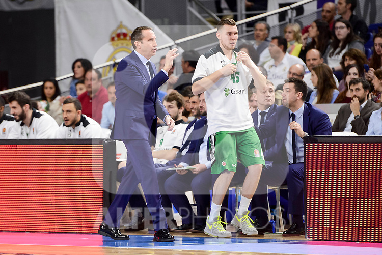 Darussafaka Dogus's coach David Blatt and Dairis Bretons during quarter final of Turkish Airlines Euroleague match between Real Madrid and Darussafaka Dogus at Wizink Center in Madrid, April 20, 2017. Spain.<br /> (ALTERPHOTOS/BorjaB.Hojas)