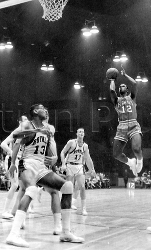 22.02.1962. BOBBY SIMMS, B BOOZER AND OSCAR ROBERTSON  IN BASKETBALL ACTION 22 FEBRUARY 1962