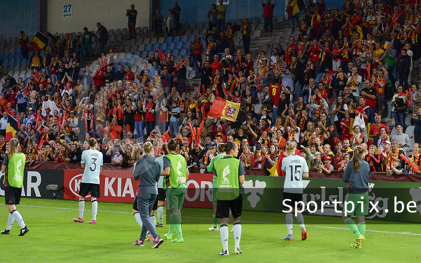 20170716 - DOETINCHEM , NETHERLANDS : Belgian players pictured thanking the fans for their supporter after the female soccer game between Denmark and the Belgian Red Flames  , the frist game in group A at the Women's Euro 2017 , European Championship in The Netherlands 2017 , Sunday 16 th June 2017 at Stadion de Vijverberg in Doetinchem , The Netherlands PHOTO SPORTPIX.BE | DAVID CATRY