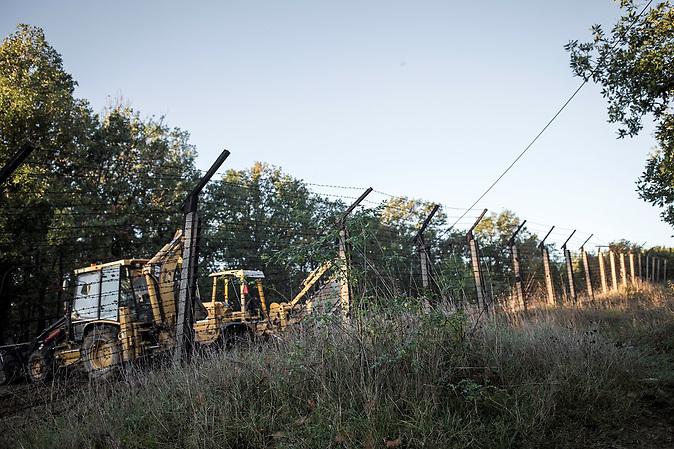 Ehemaliger Grenzzaun bei Resowo an der bulgarisch-türkischen Grenze. Zu kommunistischen Zeit markierte der Zaun die streng kontrollierte Sicherheitszone, in der nach Flüchtlingen auf dem Weg in die Türkei gesucht wurde.