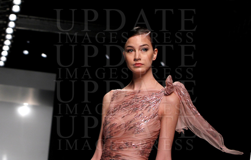 Una modella presenta una creazione della collezione Primavera-Estate 2013 di Tony Ward durante la rassegna Altaroma a Roma, 28 gennaio 2013..A model wears a creation of the Spring Summer 2013 collection by the Italian stylist Tony Ward, during the Altaroma fashion week in Rome, 28 January 2013..UPDATE IMAGES PRESS/Isabella Bonotto