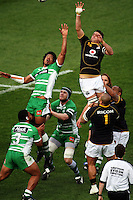 Wellington lock Daniel Ramsay rises above Lisiate Fa'aoso in the lineout. Air NZ Cup - Wellington Lions v Manawatu Turbos at Westpac Stadium, Wellington, New Zealand. Saturday 3 October 2009. Photo: Dave Lintott / lintottphoto.co.nz