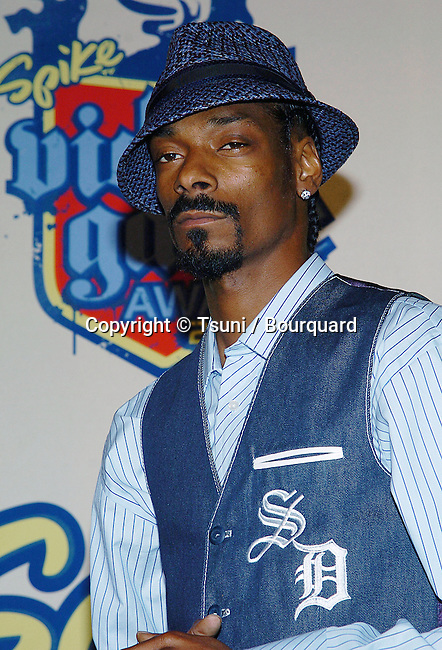 Snoop Dogg arriving at the Spike TV Video Game Awards at the Santa Monica Barker Hangar in Los Angeles. December 14, 2004.