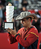 BOGOTA – COLOMBIA – 20-07-2014: Bernard Tomic de Australia, levanta el trofeo como campeon del Open Claro Colombia de tenis ATP 250, que se realiza en las canchas del Centro de Alto Rendimiento en Altura en la ciudad de Bogota.  / Bernard Tomic of Australia, lift the trophy as champion of the Open ATP 250 tennis Colombia, held on the courts of the at Centro de Alto Rendimiento en Altura in Bogota City. Photo: VizzorImage / Luis Ramirez / Staff.