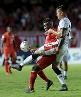 CALI-COLOMBIA , 02-05-2019.Jhonier Viveros  (Izq.) Jugador del América de  Cali disputa el balón con Darwin Carrero (Der.) jugador del Cúcuta Deportivo durante partido por la fecha 19 de la Liga Águila I 2019 jugado en el estadio Pascual Guerrero de la ciudad de Cali./ Jhonier  Viveros  (L) player of America de Cali   fights for the ball with  Darwin Carrero (R) player of Cucuta Deportivo during the match for the date 19 of the Aguila League I 2019 played at Pascual Guerrero stadium in Cali city. Photo: VizzorImage/ Nelson Rios / Contribuidor