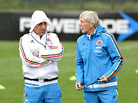 BOGOTA - COLOMBIA  - 25 – 03 – 2017: José Pekerman (Der.), entrenador de la Selección Colombia, durante entrenamiento en La sede de La Federacion Colombiana de Futbol en Bogota. Colombia prepara para el próximo partido partido contra Ecuador para la calificificacion a la Copa Mundo FIFA 2018 Rusia. /José Pekerman (R), coach of the Colombian national Team, during training at the Headquarters of the Colombian Football Federation in Bogota. Colombia prepares for the upcoming game match against Ecuador for calificificacion to FIFA World Cup 2018 Russia. (Photo: VizzorImage / Luis Ramirez / Staff.)