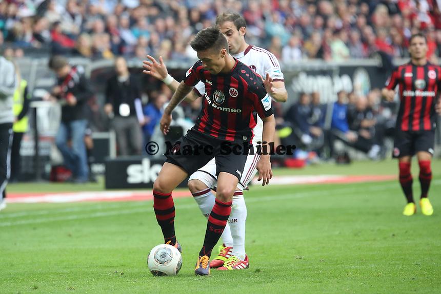 Vaclav Kadlec (Eintracht) gegen Javier Pinola (Nürnberg) - Eintracht Frankfurt vs. 1. FC Nuernberg,