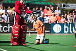 BLOEMENDAAL   - Hockey -  2e wedstrijd halve finale Play Offs heren. Bloemendaal-Amsterdam (2-2) . A'dam wint shoot outs. Jamie Dwyer (Bldaal)  COPYRIGHT KOEN SUYK