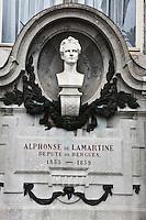 Europe/France/Nord-Pas-de-Calais/59/Nord/Bergues:Buste sur la façade de l'Hôtel de Ville représentant  Lamartine qui fut député de Bergues