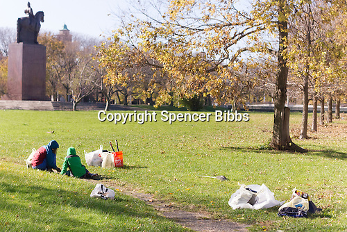Louise Mcurry led a team of volunteers Saturday (November 12th, 2016) afternoon to clean up the est side of the Midway Pleasance located at 59th and Stony Island.<br /> <br /> Please 'Like' &quot;Spencer Bibbs Photography&quot; on Facebook.<br /> <br /> All rights to this photo are owned by Spencer Bibbs of Spencer Bibbs Photography and may only be used in any way shape or form, whole or in part with written permission by the owner of the photo, Spencer Bibbs.<br /> <br /> For all of your photography needs, please contact Spencer Bibbs at 773-895-4744. I can also be reached in the following ways:<br /> <br /> Website &ndash; www.spbdigitalconcepts.photoshelter.com<br /> <br /> Text - Text &ldquo;Spencer Bibbs&rdquo; to 72727<br /> <br /> Email &ndash; spencerbibbsphotography@yahoo.com