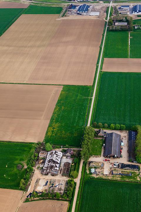 Nederland, Brabant, Gemeente Waspik, 09-05-2013; Overdiepsche polder: in het kader van het programma 'Ruimte voor de Rivier' (bescherming tegen hoogwater door rivierverruiming), zal de dijk langs de Bergsche Maas verlaagd worden. Bij hoogwater kan de Overdiepse polder overstromen. De boerderijen in de polder worden gesloopt en verplaatst naar de dijk van het Oude Maasje. De nieuwe boerderijen met bijgebouwen komen op terpen.<br /> Depoldering of Overdiep Polder, farms are relocated and built on mounds. This makes it possible for the river to overflow the polder in case of heigh waters.<br /> luchtfoto (toeslag op standard tarieven);<br /> aerial photo (additional fee required);<br /> copyright foto/photo Siebe Swart.
