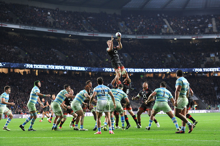 George Kruis of England secures the lineout bear the Argentinian line during the Old Mutual Wealth Series match between England and Argentina at Twickenham Stadium on Saturday 11th November 2017 (Photo by Rob Munro/Stewart Communications)