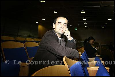 Genève, le 06.12.2005.M. Robert Meynard, secrétaire général de Reporter sans frontière (RSF). En visite à Genève pour le livre sur la liberté de la presse, illustré par des photographes suisse..© Jean-Patrick Di Silvestro / Le Courrier