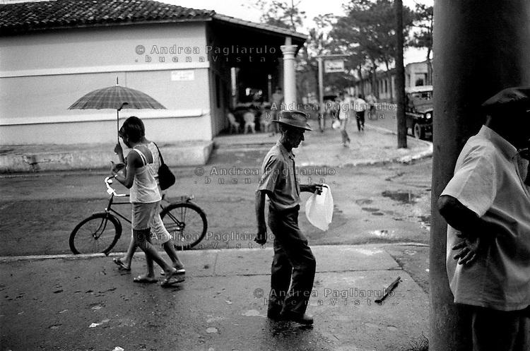 Cuba, Vinales.<br /> Lungo la via principale.<br /> Cuba, Vinales.<br /> Down in the main street.