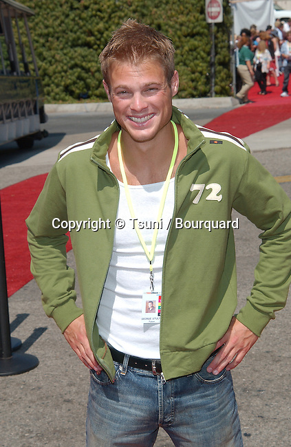 arrives at the Teen Choice Awards 2002 held at the Universal Amphitheatre in Los Angeles, Ca., August 4, 2002.            -            id_teen_108.jpg