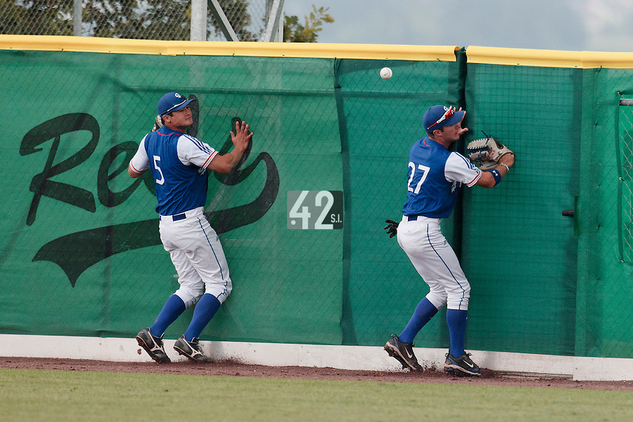 30 july 2010: Joris Bert of France (right), next to Kenji Hagiwara, fails to catch the ball during Sweden 3-2 win over France, in day 6 of the 2010 European Championship Seniors, at TV Cannstatt ballpark, in Stuttgart, Germany.