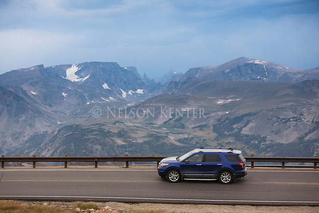 mountains of the absaroka beartooth wilderness from the beartooth highway