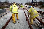 20-03-2006 Eerst Spoorwissel voor Randstadrail:.In Zoetermeer zijn de eerste zes wissels geplaatst voor Randstadrail. In opdracht van de projectorganisatie RandstadRail moeten nog 57 wissels aangebracht worden, zodat, na een uitvoerige test in de zomer, in de herfst de eerst reizigers van de nieuwe lightrail-verbinding tussen Den Haag, Zoetermeer en Rotterdam vervoerd kunnen gaan worden.<br /> COPYRIGHT TON BORSBOOM