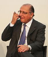 ATENCÃO EDITOR: FOTO EMBARGADA PARA VEICULO INTERNACIONAL - SÃO PAULO, SP, 05 NOVEMBRO 2012 - TRANSFERÊNCIA DO ED ERMÍNIO DE MORAES PARA O GOVERNO DO ESTADO   - O governador Geraldo Alckmin assinou naessa segunda-feira, o termo de transferência do Edifício Ermírio de Moraes para o Governo do Estado. O prédio, localizado na praça Ramos de Azevedo, abrigará a Secretaria da Agricultura e faz parte do plano de revitalização do centro de São Paulo. Na região central da cidade nessa, segunda 5. (FOTO: LEVY RIBEIRO / BRAZIL PHOTO PRESS)