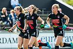AMSTELVEEN - Hockey - Hoofdklasse competitie dames. AMSTERDAM-DEN BOSCH (3-1) Marijn Veen (A'dam) heeft de stand op 3-1 gebracht. links Jacky Schoenaker (A'dam) en rechts Charlotte Vega (Adam)   COPYRIGHT KOEN SUYK