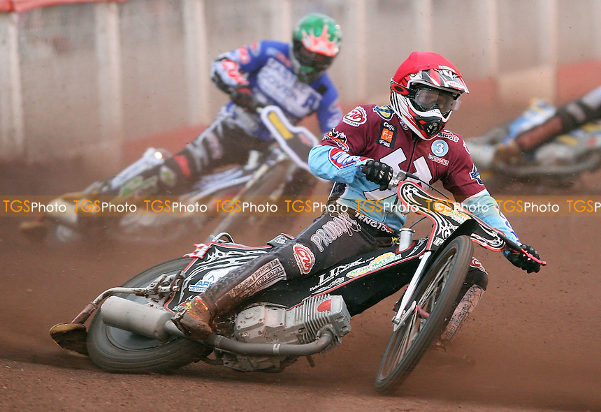Heat 3: Adam Shields (red) and Joe Screen (green) - Lakeside Hammers vs Poole Pirates, Elite League Speedway at the Arena Essex Raceway, Purfleet - 05/06/09 - MANDATORY CREDIT: Rob Newell/TGSPHOTO - Self billing applies where appropriate - 0845 094 6026 - contact@tgsphoto.co.uk - NO UNPAID USE.