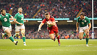 Pictured: Scott WIlliams of Wales (3rd L) scores a try Saturday 14 March 2015<br />