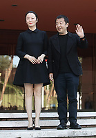 Il regista cinese Jia Zhangke (d) posa con l'attrice cinese Zhao Tao (s) durante un red carpet alla 14^ Festa del Cinema di Roma all'Aufditorium Parco della Musica di Roma, 26 ottobre 2019.<br /> Chinese director Jia Zhangke (r) poses with chinese actress Zhao Tao (l) on a red carpet   during the 14^ Rome Film Fest at Rome's Auditorium, on 26 October 2019.<br /> UPDATE IMAGES PRESS/Isabella Bonotto