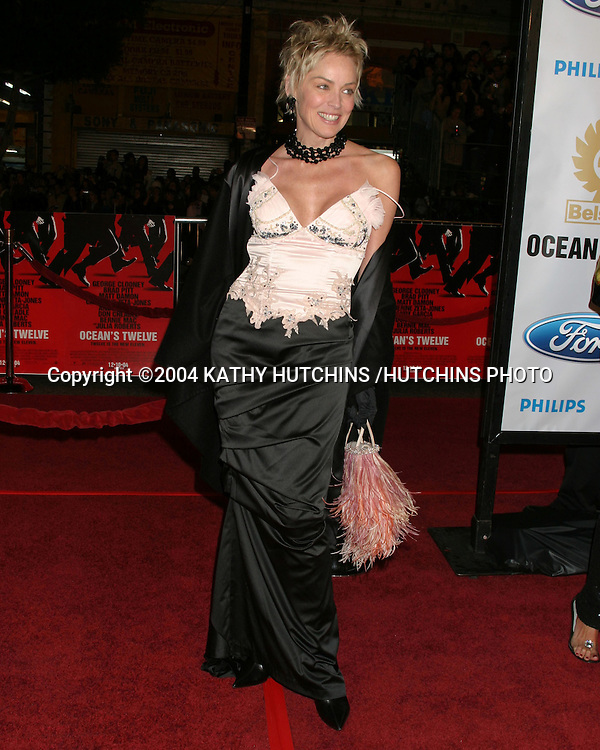 """©2004 KATHY HUTCHINS / HUTCHINS PHOTO.PREMIERE OF """"OCEANS 12"""".LOS ANGELES, CA  .DECEMBER 8, 2004..SHARON STONE."""