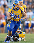 BROOKINGS, SD - SEPTEMBER 20:  Zach Zenner #31 from South Dakota State looks for daylight against Wisconsin-Oshkosh in the first half of their game Saturday at Coughlin Alumni Stadium in Brookings. (Photo/Dave Eggen/Inertia)