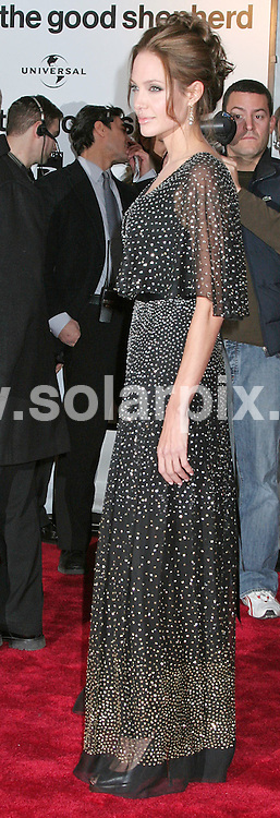 ALL ROUND PICTURES FROM SOLARPIX.COM.SYNDICATION RIGHTS FOR UK, SOUTH AFRICA, DUBAI, AUSTRALIA..Angelina Jolie - The Good Shepherd World Premiere - Arrivals - Ziegfeld Theatre - New York, NY..DATE: 11/12/2006-JOB REF: 3157-PHZ.**MUST CREDIT SOLARPIX.COM OR DOUBLE FEE WILL BE CHARGED**