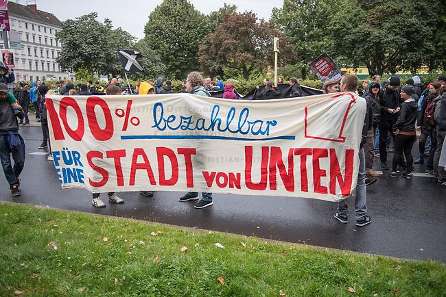 Demonstration gegen Mietwucher, Gentrifizierung und Wohnraumspekulanten.<br /> Unter dem Motto &quot;Wem geh&ouml;rt die Stadt? Solidarisch gegen hohe Mieten!&quot; demonstrierten am Samstag den 9. September 2017 in Berlin ca. 1.500 Menschen.<br /> 9.9.2017, Berlin<br /> Copyright: Christian-Ditsch.de<br /> [Inhaltsveraendernde Manipulation des Fotos nur nach ausdruecklicher Genehmigung des Fotografen. Vereinbarungen ueber Abtretung von Persoenlichkeitsrechten/Model Release der abgebildeten Person/Personen liegen nicht vor. NO MODEL RELEASE! Nur fuer Redaktionelle Zwecke. Don't publish without copyright Christian-Ditsch.de, Veroeffentlichung nur mit Fotografennennung, sowie gegen Honorar, MwSt. und Beleg. Konto: I N G - D i B a, IBAN DE58500105175400192269, BIC INGDDEFFXXX, Kontakt: post@christian-ditsch.de<br /> Bei der Bearbeitung der Dateiinformationen darf die Urheberkennzeichnung in den EXIF- und  IPTC-Daten nicht entfernt werden, diese sind in digitalen Medien nach &sect;95c UrhG rechtlich geschuetzt. Der Urhebervermerk wird gemaess &sect;13 UrhG verlangt.]