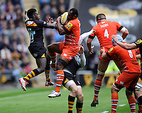 Vereniki Goneva of Leicester Tigers beats Christian Wade of Waspso the high ball