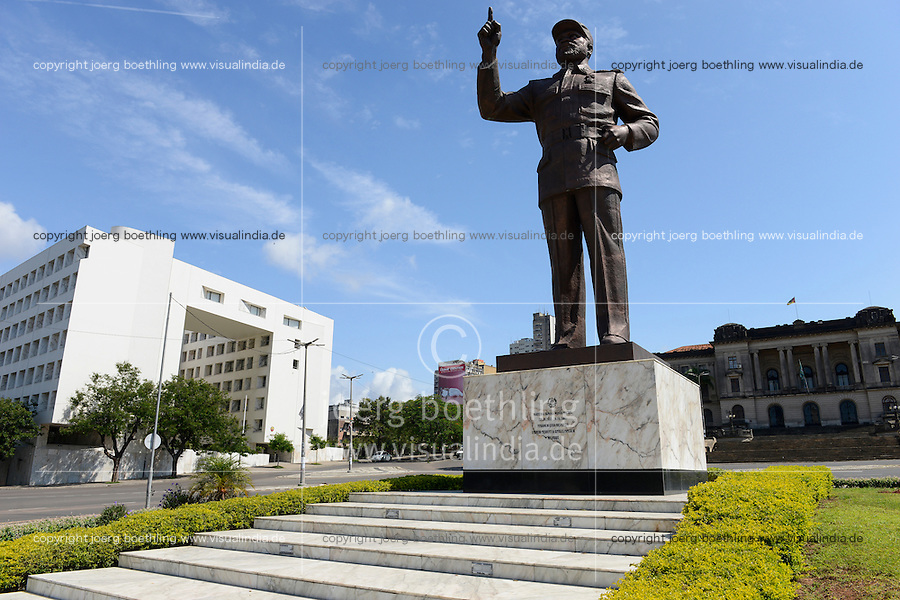 MOZAMBIQUE, Maputo, memorial for Samora Moisés Machel 1933-1986 , since 1970 leader of FRELIMO the movement for independance and first president of Mozambique 1975-1986 and  / MOSAMBIK, Maputo, Denkmal fuer Samora Moisés Machel war ab 1970 Praesident der mosambikanischen nationalen Befreiungsbewegung FRELIMO und von 1975 bis 1986 der erste Praesident der Volksrepublik Mosambik