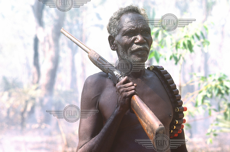 © Penny Tweedie / Panos Pictures..Aborigines, Arnhemland, AUSTRALIA..Johnny Bungawuy going hunting.