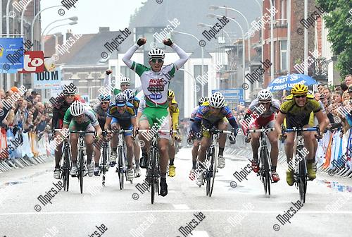 2010-05-30 / wielrennen / BK 2010 Geel / junioren / Jasper De Buyst (midden) wint de spurt en wordt Belgisch kampioen bij de junioren