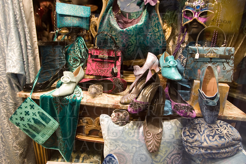 Scarpe e borse in vetrina in un negozio di Venezia.<br /> Shoes and bags displayed at a shop in Venice.<br /> UPDATE IMAGES PRESS/Riccardo De Luca