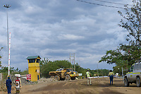TANZANIA, Tarime Distrikt, Nyamongo, canadian Barrick Gold's subsidiary Acacia Mara Gold Mine, dumper on road which connects the two open-cast mining operations / TANSANIA, Acacia Gold Mine , Dumper bringt Erz Gestein zur Goldgewinnung