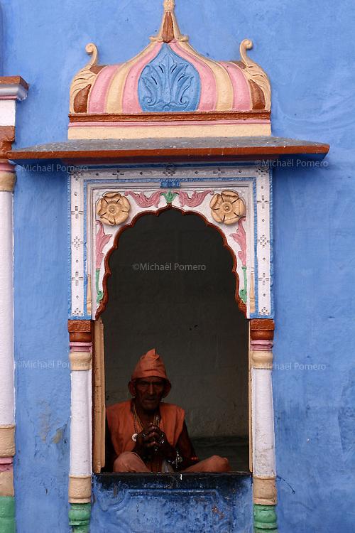 10.10.2008 Jodhpur(Rajasthan)<br /> <br /> Monk in a temple.<br /> <br /> Moine dans un temple.