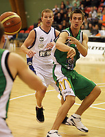 Manawatu forward Piers Finch passes under pressure from Hayden Allen during the NBL Round 5 match between the Manawatu Jets  and Auckland Stars at Arena Manawatu, Palmerston North, New Zealand on Friday 10 April 2009. Photo: Dave Lintott / lintottphoto.co.nz