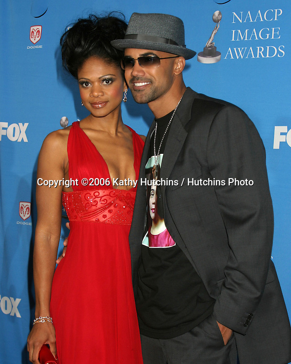 Kimberly Elise.Shemar Moore.37th NAACP Image Awards.Shrine Auditorium.Los Angeles, CA.February 25, 2006.©2006 Kathy Hutchins / Hutchins Photo....